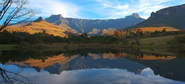 south_africa_drakenberg_mountains_mont_aux_source_amphitheatre.jpg
