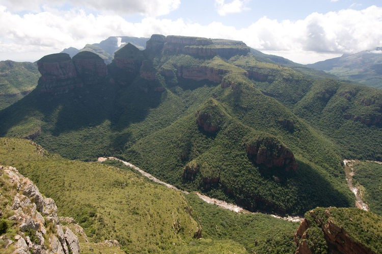 2410458473_750_the-three-rondavels-blyde-river-canyon.jpg