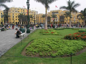 800px-lima_plaza_mayor1---peru.jpg